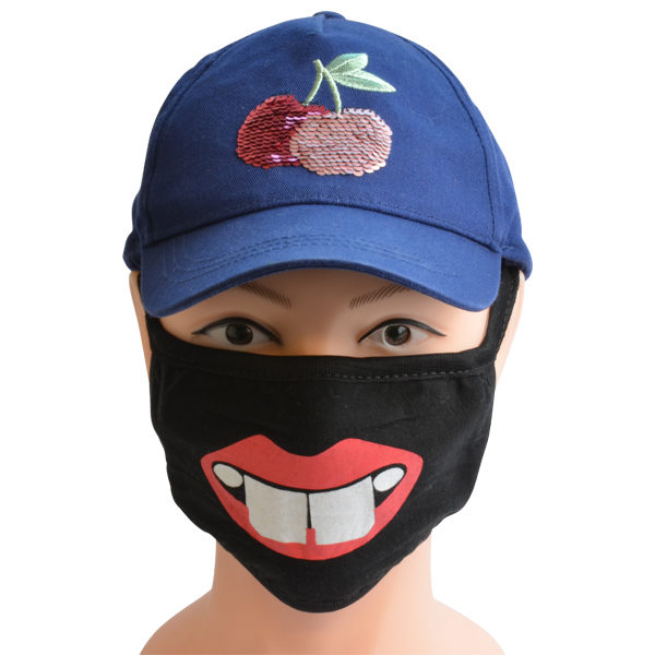 Maske mit Hasenzähnen